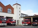 Fahrzeuge vom Löschzug Peckelsheim.